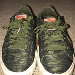 Forest green Puma Basket sneakers.